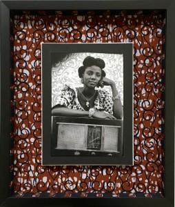 Boitage en wax pour une photo de Seydou Keïta